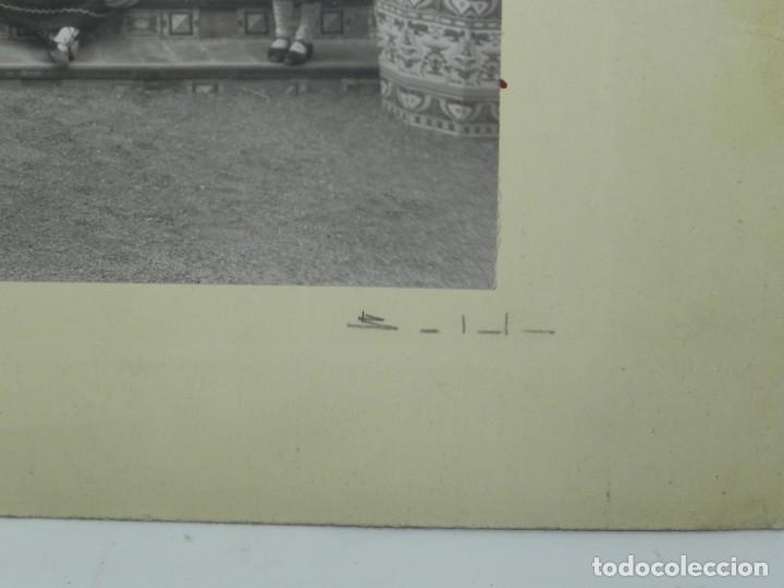 Postales: PRECIOSA FOTOGRAFIA DE NIÑAS DE COLEGIO CON TRAJE REGIONAL DE LAGARTERANA, FOTO BELDA, GRAN TAMAÑO, - Foto 3 - 194373012