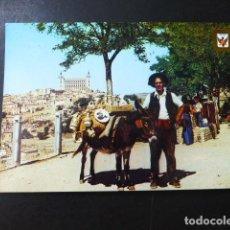 Postales: TOLEDO VENDEDOR DE CERAMICA , AL FONDO VISTA PARCIAL Y ALCAZAR. Lote 196051840
