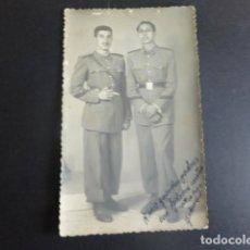 Cartes Postales: GUADALAJARA RETRATO DE 2 MILITARES POSTAL FOTOGRAFICA REYES FOTOGRAFO 1946. Lote 197232015