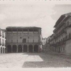 Postales: FOTO POSTAL DE SIGÜENZA. PLAZA MAYOR. 42 ED. NIETA DE C. RODRIGO - CIRCULADA. Lote 198590466