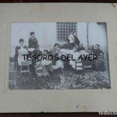 Postales: FOTOGRAFIA DE MUJERERS COSIENDO Y HACIENDO BORDADOS, FOTO OCEANO LOPEZ, ALMAGRO, CIUDAD REAL, MIDE 2. Lote 209858530