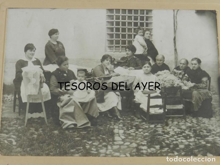 Postales: FOTOGRAFIA DE MUJERERS COSIENDO Y HACIENDO BORDADOS, FOTO OCEANO LOPEZ, ALMAGRO, CIUDAD REAL, MIDE 2 - Foto 2 - 209858530