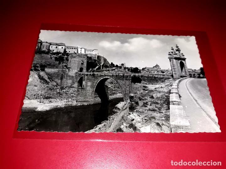 """TOLEDO """" PUENTE DE ALCANTARA, ENTRADA A TOLEDO ESCRITA Y SELLADA 1955 (Postales - España - Castilla la Mancha Moderna (desde 1940))"""
