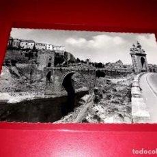 """Postales: TOLEDO """" PUENTE DE ALCANTARA, ENTRADA A TOLEDO ESCRITA Y SELLADA 1955. Lote 210586975"""