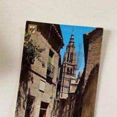 Postales: TARJETA POSTAL. TOLEDO. Nº 59.- CALLE SANTA ISABEL, AL FONDO LA CATEDRAL. POSTALES ESCUDO DE ORO. Lote 253915105