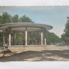 Postales: POSTAL ALBACETE, PARQUE DE LOS MARTIRES, TEMPLETE DE LA MUSICA, 1958 TROQUELADA. Lote 258874655