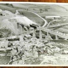 Postales: FOTOGRAFIA DE CONSTRUCCION DE PUENTE, ACUEDUCTO EN UN MUNICIPIO DE CASTILLA LA MANCHA, POSIBLEMENTE. Lote 283881153