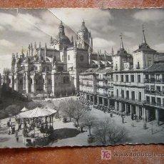 Postales: PLAZA DEL GENERAL FRANCO, SEGOVIA AÑOS 50. Lote 26475854