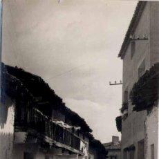 Postales: SOTILLO DE LA ADRADA (ÁVILA).-UNA CALLE. Lote 21992942