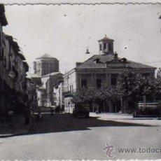Postales: TORO. ZAMORA. AÑOS 50. PLAZA DE ESPAÑA Y CASA CONSISTORIAL. ED SIRIS. FOTO PARRA HIJO.. Lote 24249083