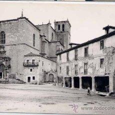 Postales: PEÑARANDA DE DUERO (BURGOS).- PLAZA DUQUES Y AL FONDO, COLEGIATA. Lote 25711326