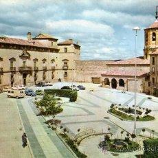 Postales: ALMAZÁN Nº 2 PLAZA MAYOR Y PALACIO DE LOS CONDES DE ALTAMIRA ED. VISTABELLA AÑO 1966 CIRCULADA . Lote 27819065