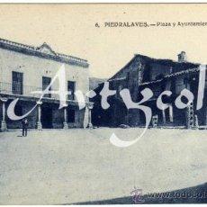 Postales: BONITA POSTAL - PIEDRALAVES (AVILA) - PLAZA Y AYUNTAMIENTO - AMBIENTADA . Lote 35208099