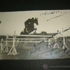 Postales: VALLADOLID CONCURSO HIPICO MILITAR CABALLERIA SALTANDO A CABALLO 1931 POSTAL FOTOGRAFICA AÑOS 30. Lote 38225134
