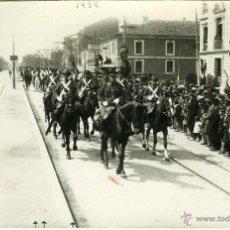 Postales: POSTAL FOTOGRAFICA VALLADOLID 14 ABRIL 1932 DESFILE MILITAR PASEO ZORRILLA PLANA MAYOR PRIMERA BATER. Lote 40291567