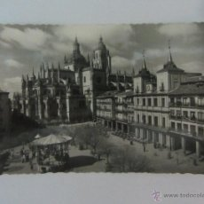 Postales: POSTAL FOTOGRÁFICA DE SEGOVIA. PLAZA DEL GENERAL FRANCO. ED.GARCIA GARRABELLA. SIN CIRCULAR. Lote 40478115