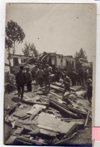 POSTAL FOTOGRÁFICA. DESCARRILAMIENTO DEL TREN EXPRESO EN PAREDES DE NAVA 1922 (Postales - España - Castilla y León Antigua (hasta 1939))