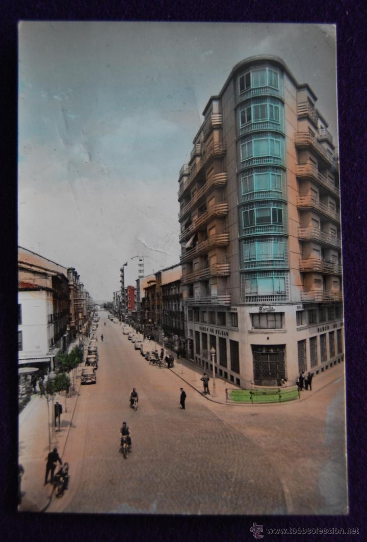 POSTAL COLOREADA DE MIRANDA DE EBRO (BURGOS) - CALLE DE VITORIA. EDICIONES PARIS. AÑOS 50. (Postales - España - Castilla y León Moderna (desde 1940))