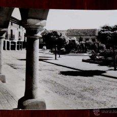 Postales: FOTO POSTAL DE OLMEDO, VALLADOLID, PLAZA DEL GENERALISIMO, N.1, ED. VISTABELLA, CIRCULADA.. Lote 45024362