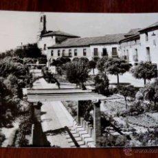 Postales: FOTO POSTAL DE OLMEDO, VALLADOLID, PLAZA DEL GENERALISIMO, N.6, ED. VISTABELLA, CIRCULADA.. Lote 45024370