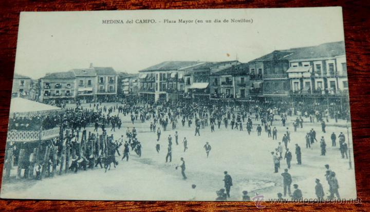 POSTAL DE MEDINA DEL CAMPO (VALLADOLID) PLAZA MAYOR EN UN DIA DE NOVILLOS, ALFREDO VELASCO, SIN CIRC (Postales - España - Castilla y León Antigua (hasta 1939))