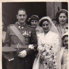 Postales: FOTOGRAFÍA DE 12 X 9 CM BODA MILITAR. REPORTAJES FOTOGRÁFICOS MARIO. PALENCIA. 1950. Lote 50287864