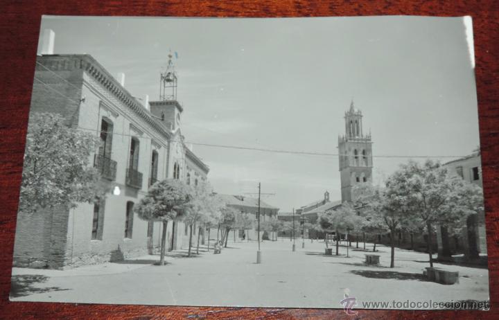 ANTIGUA FOTO POSTAL DE FUENTES DE NAVA, PALENCIA, N. 5, PLAZA MAYOR, ED. SICILIA, NO CIRCULADA. (Postales - España - Castilla y León Antigua (hasta 1939))