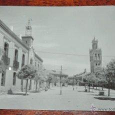 Postales: ANTIGUA FOTO POSTAL DE FUENTES DE NAVA, PALENCIA, N. 5, PLAZA MAYOR, ED. SICILIA, NO CIRCULADA.. Lote 120487656