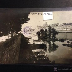 Postales: ZAMORA - RIO DUERO - LAVANDERAS - FOTOGRAFICA SELLO EN SECO ROISIN - (39021). Lote 52977951