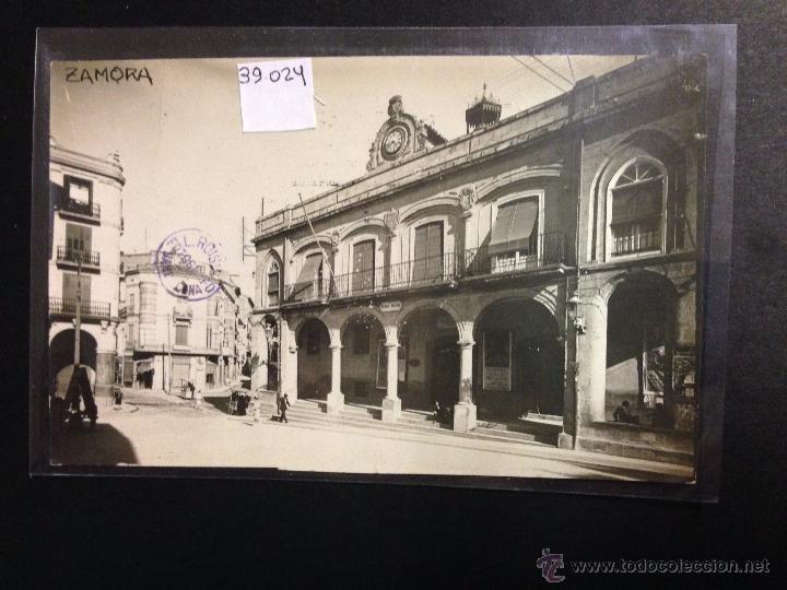 ZAMORA - PLAZA MAYOR - AYUNTAMIENTO - FOTOGRAFICA SELLO EN SECO ROISIN - (39024) (Postales - España - Castilla y León Antigua (hasta 1939))