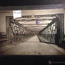 Postales: ZAMORA - PUENTE DE HIERRO SOBRE EL DUERO - FOTOGRAFICA SELLO EN SECO ROISIN - (39025). Lote 52978029