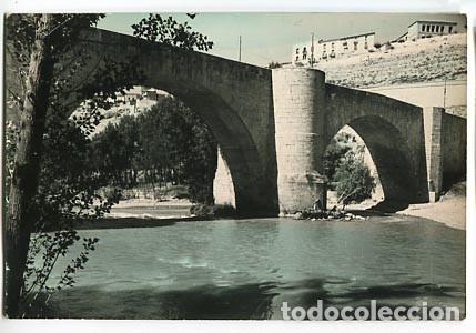 BURGOS ROA PUENTE SOBRE EL RIO DUERO ED. VISTABELLA. ESCRITA (Postales - España - Castilla y León Moderna (desde 1940))