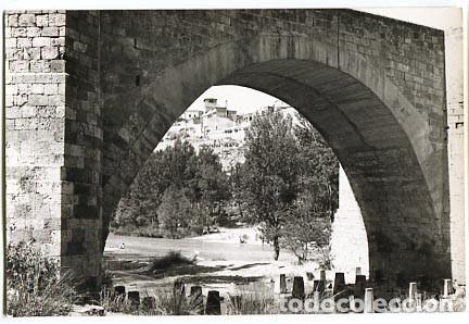 BURGOS ROA ARCO DEL PUENTE. ED. VISTABELLA. CIRCULADA (Postales - España - Castilla y León Moderna (desde 1940))