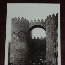 Postales: FOTO POSTAL DE AVILA, PUERTA DEL ALCAZAR, NO CONSTA MARCA EDITORIAL, SIN CIRCULAR. Lote 95987127