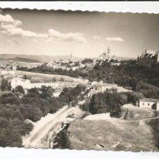 Postales: SEGOVIA - PANORÁMICA Y ALCÁZAR AL FONDO - Nº 136 ED. ARRIBAS. Lote 96170547