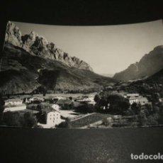 Postales: POSADA DE VALDEON LEON HOTEL PICOS DE EUROPA AL FONDO TORRES ARISTAS. Lote 97400875
