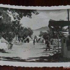 Postales: FOTO POSTAL DE LA GRANJA, SEGOVIA, CAMPAMENTO DE LAS MILICIAS UNIVERSITARIAS, N.26, ED. NAVARRO. CIR. Lote 110110259