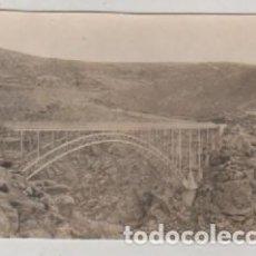 Postales: FOTOGRAFIA 8.50 X 6 CM PUENTE DEL PINO SOBRE EL DUERO VISTA DESDE VILLADEPERA ZAMORA. Lote 112533315