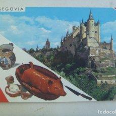 Postales: POSTAL DE SEGOVIA : EL ALCAZAR Y PLATO TIPICO . AÑOS 60. Lote 112776651