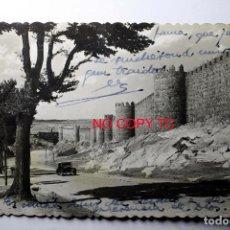 Postales: ÁVILA. UN ASPECTO DE LAS MURALLAS, ED. GARABELLA. CIRCULADA. . Lote 116285167