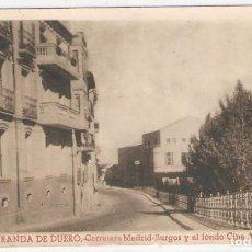 Postales: ARANDA DE DUERO (BURGOS) CARRETERA MADRID-BURGOS Y AL FONDO CINE ARANDA.. Lote 122135751