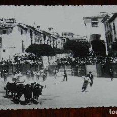 Postales: FOTOGRAFIA DE SEPULVEDA (SEGOVIA) PLAZA DE TOROS, NO CONSTA MARCA EDITORIAL, SIN CIRCULAR, TAMAÑO PO. Lote 122685423