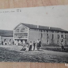 Postales: POSTAL ARIJA (BURGOS) CASA DE RAMILA Y TEATRO - GENTE DE ÉPOCA - CALLE DE TIERRA SIN ASFALTAR. Lote 128546151