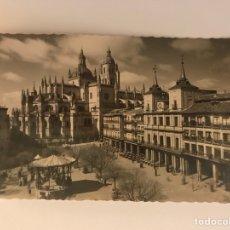 Postales: SEGOVIA. POSTAL NO.42 PLAZA DEL GENERAL FRANCO. EDITA: GARCIA GARRABELLA (H.1970?). Lote 129467267