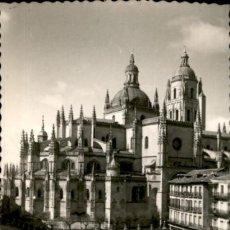 Postales: SEGOVIA – CATEDRAL Y PLAZA DEL GENERAL FRANCO – ED. GARCIA GARRABELLA. Lote 132575670