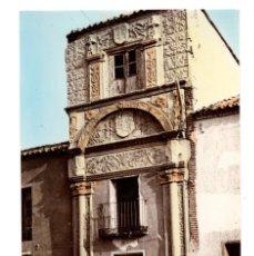 Postales: MADRIGAL DE LAS ALTAS TORRES (ÁVILA) ARCO DE PIEDRA. ANTIGUO PALACIO DE JUSTICIA. . Lote 135340354