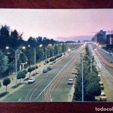 Postales: POSTAL LEÓN AVENIDA DE LA FACULTAD PAPALAGUINDA ALMACENES FUERTES ARRIBAS NUEVA. Lote 141939954