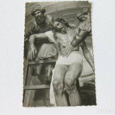 Postales: TARJETA POSTAL DE VALLADOLID - IGLESIA DE LA SANTA VERA CRUZ PASO DEL DESCENDIMIENTO - GARABELLA. Lote 143261010