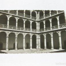 Postales: TARJETA POSTAL DE VALLADOLID - COLEGIO DE SANTA CRUZ - PATIO - GARABELLA. Lote 143261166