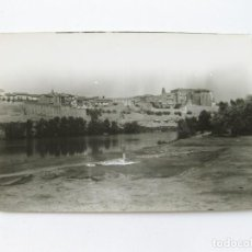 Postales: TARJETA POSTAL DE TORDESILLAS - VISTA GENERAL DE LA HISTÓRICA VILLA - ED. GRECOR. Lote 143265062